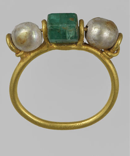 Ancient Roman emerald pearl ring