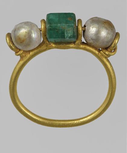 Ancient Roman emerald pearl ring