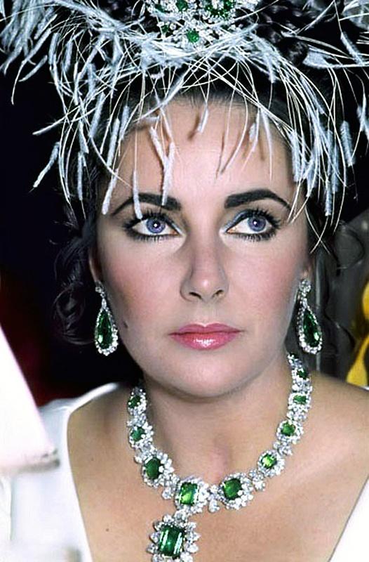Elizabeth Taylor Bulgari emerald necklace