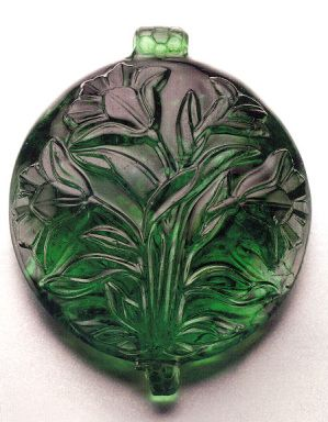carved emerald Mughal pendant