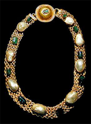 roman emerald pearl necklace