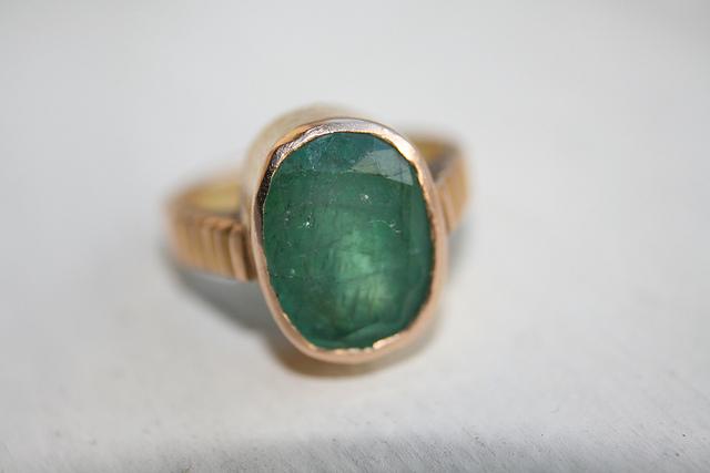 emerald ring bezel gold setting