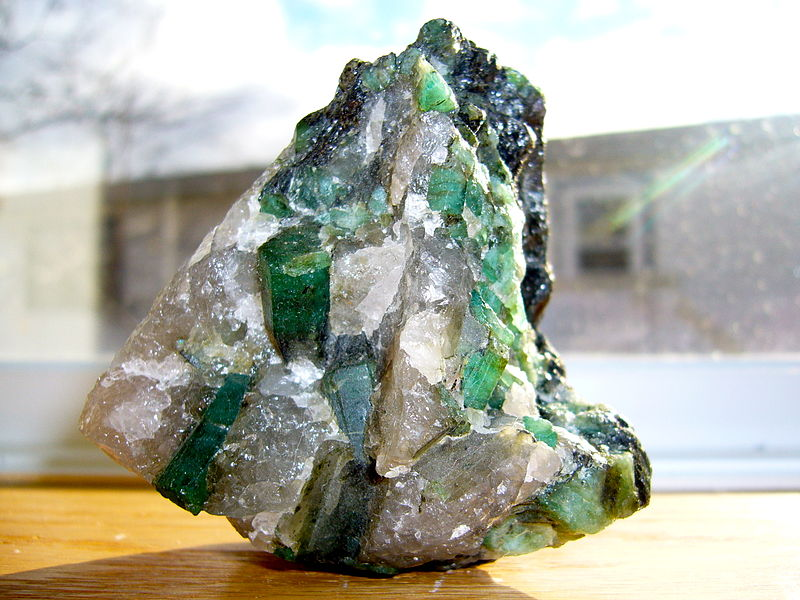 emerald crystal and healing