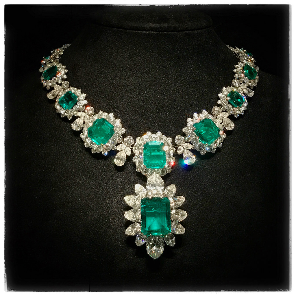 emerald platinum necklace